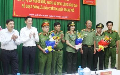 Khen thưởng Công an TP.HCM phá băng nhóm người Trung Quốc lừa đảo công nghệ