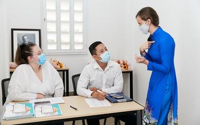 Cô gái Pháp và sáng kiến y tế giúp người bệnh Việt từ COVID-19