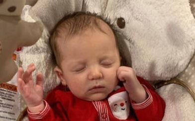 Em bé sinh ra từ phôi đông lạnh 27 năm