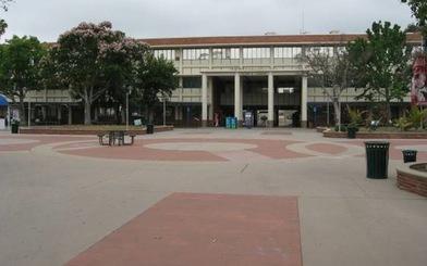 Số lượng sinh viên học đại học ở Mỹ giảm kỷ lục