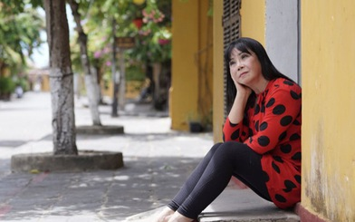 Ca sĩ Ánh Tuyết bật khóc khi hát Gửi vô Nam, mong Sài Gòn sẽ vui trở lại