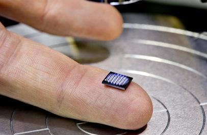 IBM ra mắt máy tính nhỏ hơn hạt muối
