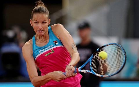 Tay vợt nữ cựu số 1 thế giới đập lủng ghế trọng tài