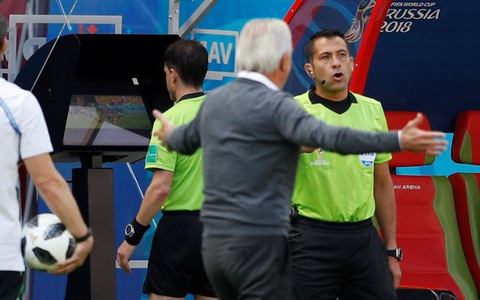 VAR có bóp chết cảm xúc bóng đá World Cup?