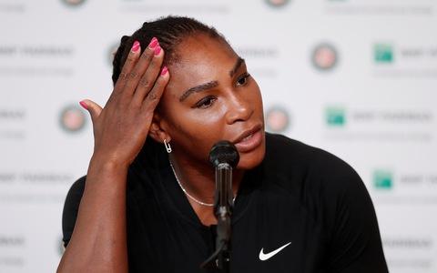 Serena rút lui, nhường vé vào tứ kết Roland Garros cho Sharapova