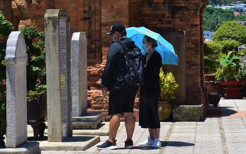 Xử lý việc khách đến Nha Trang bị chèo kéo, dọa đánh, taxi chở thẳng đến quán quen
