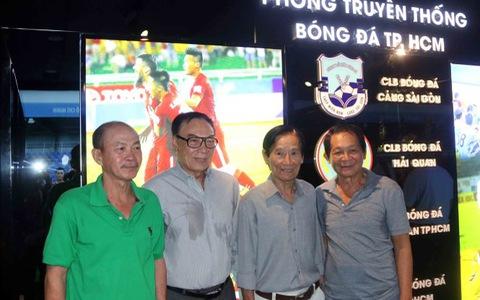 Các cựu tuyển thủ thămphòng truyền thống của bóng đá TP.HCM