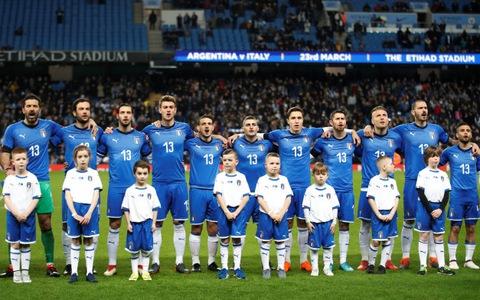 Ý phơi áo trước Argentina, Hà Lan gục ngã trước Anh