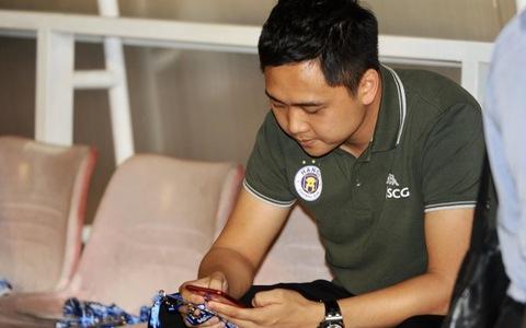 Giám đốc điều hành CLB Hà Nội khiêu khích khán giả Pleiku