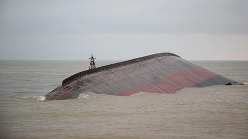 Chưa thể trục vớt  tàu VTB 26 chìm do bão đánh trôi