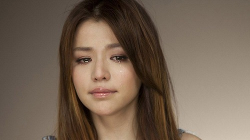 Bí mật nước mắt: Mỗi năm tạo 113 lít, nước giàu khóc nhiều hơn