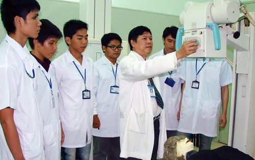 Điều dưỡng và kỹ thuật viên y học: cơ hội nghề nghiệp rộng mở