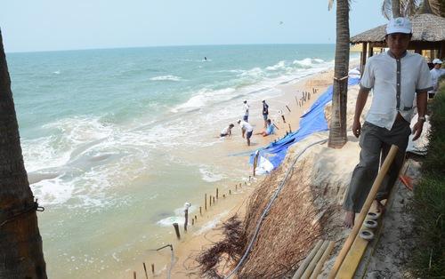 Biển 'nuốt' resort do doanh nghiệp tự ý làm bờ kè