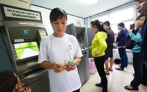 Hai 'ông lớn' VietinBank, Vietcombank tăng phí rút tiền ATM
