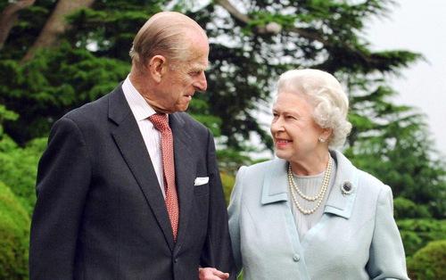 Tình yêu khăng khít suốt 7 thập kỷ của vợ chồng Nữ hoàng Anh