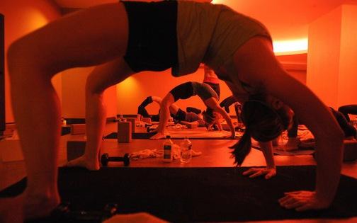 Yoga và những đụng chạm nhạy cảm 'nói ra không ai chịu nghe'
