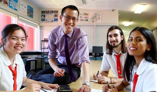 Thầy giáo trẻ làm clip dạy toán cho học trò bị ung thư