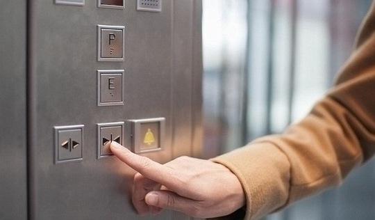 Đi thang máy chung cư thế nào cho văn minh?