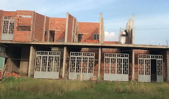 Long An tháo dỡ 28 phòng trọ xây trái phép