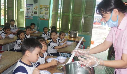 Hiệu trưởng lơ là, học sinh dễ bị ngộ độc thực phẩm