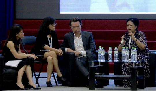 'Sinh viên Việt Nam cần nâng cao tư duy phản biện'