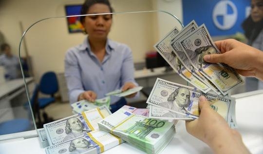 Giá USD tự do lại chạm mốc 22.900 đồng/USD