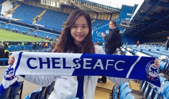 Cô gái Việt dành cả thanh xuân khám phá các sân bóng nổi tiếng
