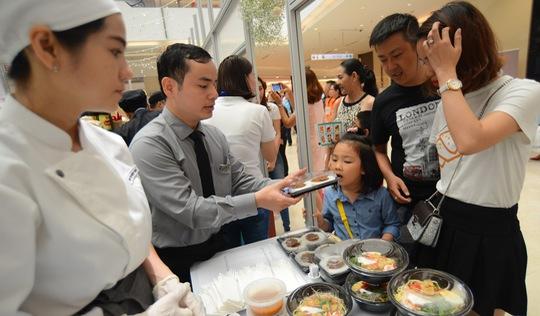 Cuối tuần thưởng thức cơm gà Singapore đạt chuẩn Michelin