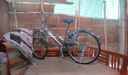Chiếc xe đạp ngự trên giường của cậu học trò nghèo