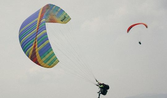Rapper Đen liều lĩnh nhảy dù để quay MV 'Ngày khác lạ' ở Đài Loan