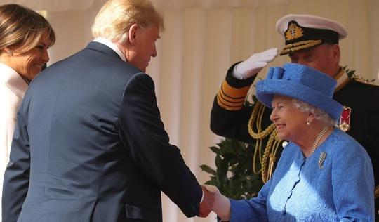 London thở phào sau cuộc tiếp đón ông Trump của Nữ hoàng Anh