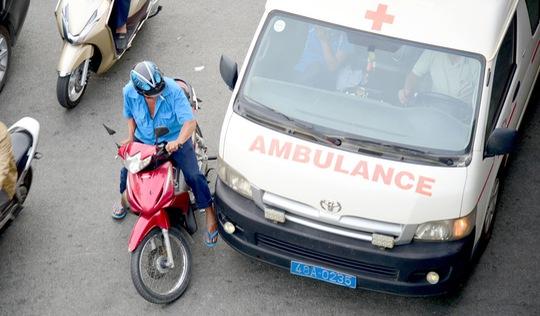 Cản đường xe cứu hỏa, cứu thương: Đừng gây ra tội vì thiếu ý thức!