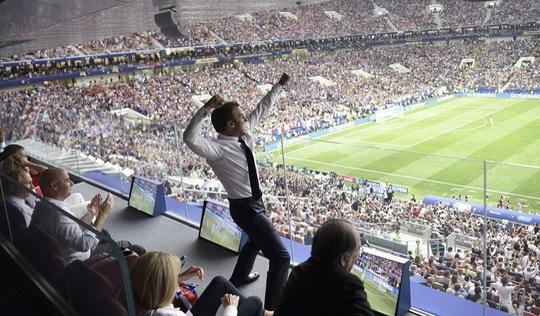 Ai là tác giả tấm ảnh Tổng thống Pháp gây sốt?