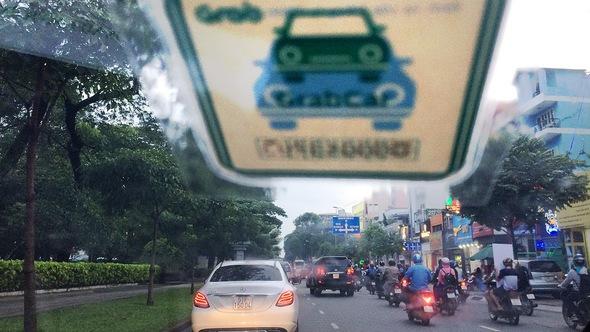 Cởi trói cho taxi truyền thống để được giống Uber - Grab