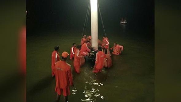 Lật tàu du lịch ở Ấn Độ, 16 người chết