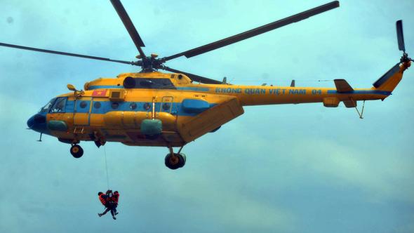 Cứu hộ bằng trực thăng khi bão số 13 vào TP.HCM