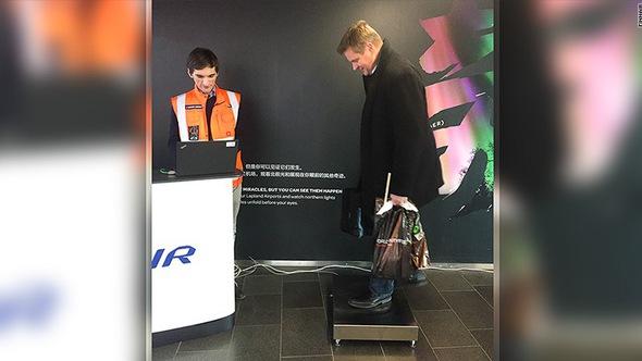 Hãng hàng không quốc gia Phần Lan bắt đầu cân hành khách