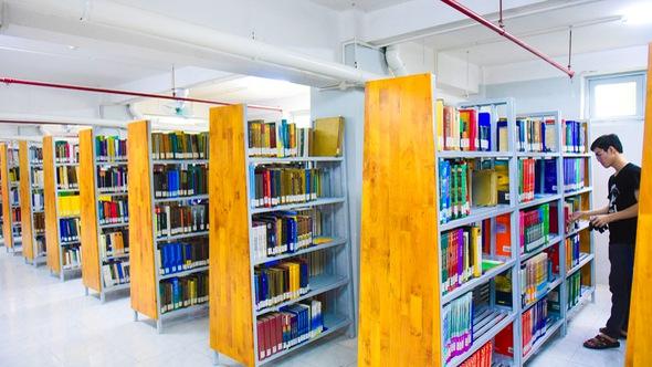Thư viện có ipad, ghế massage... dành cho sinh viên