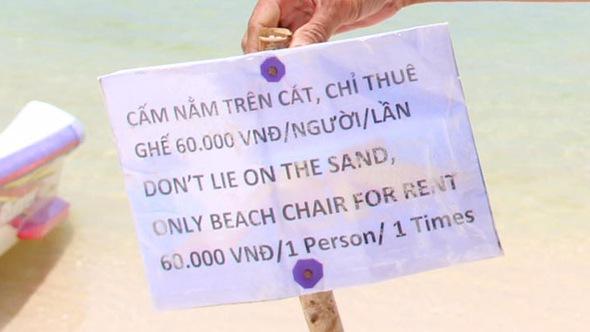 Du khách sốc với bảng 'cấm nằm trên bãi biển' ở Phú Quốc