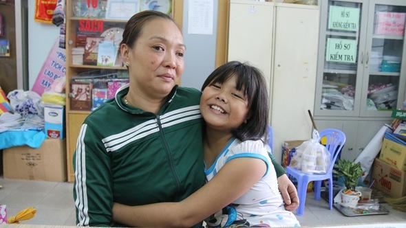 'Thương mẹ, con học giỏi để lớn lên đi làm nuôi mẹ'