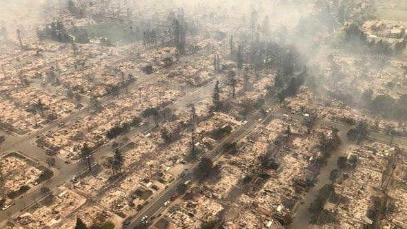 'Giặc' lửa đi qua, Santa Rosa như vừa bị thả bom nguyên tử