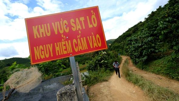 Sạt lở đất chưa dừng lại ở Lâm Đồng