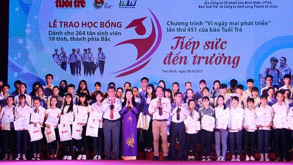 Học bổng 'Tiếp sức đến trường' đến với tân sinh viên phía Bắc