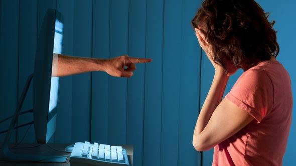 Gần phân nửa người Mỹ bị bắt nạt trực tuyến