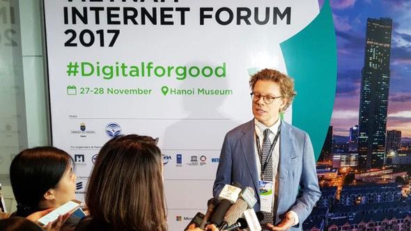 Lớp trẻ có tương lai tươi sáng nhờ Internet