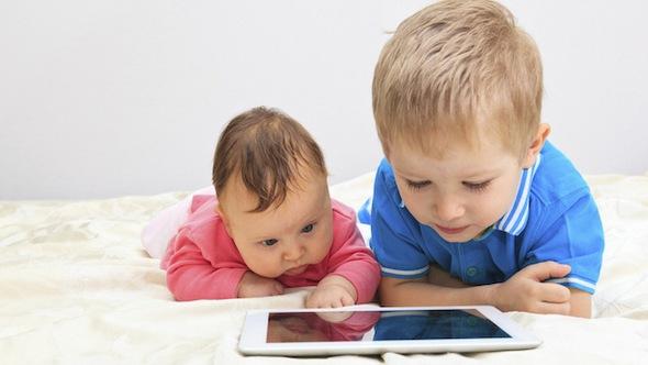 Trẻ nhỏ có nên bị cấm xem mọi thiết bị điện tử?