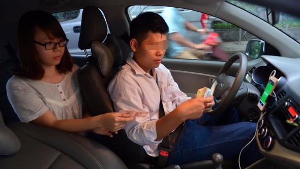 TP.HCM đề xuất quản lý Grab, Uber như 'taxi kiểu mới'