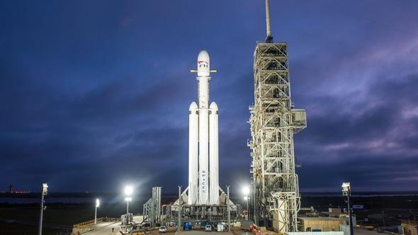 Xem SpaceX thử nghiệm chạy nóng động cơ tên lửa lớn nhất