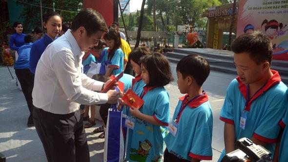 TP.HCM chăm lo tết cho 2.000 trẻ em khó khăn