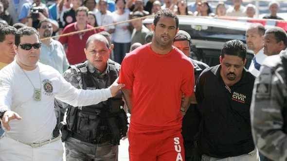 Người dân Brazil tức giận vì gã thủ môn sát nhân tìm được CLB